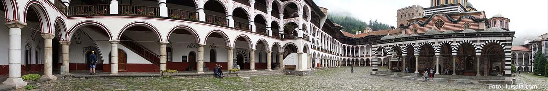Panorámica patio interior del Monasterio de Rila